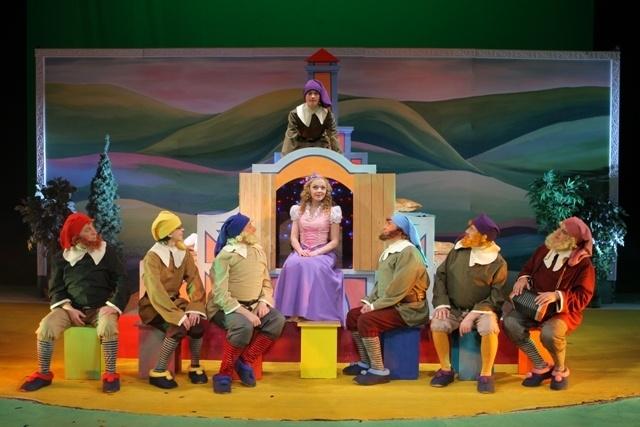 Сказка про Белоснежку, злую королеву, смелого принца и добрых гномов
